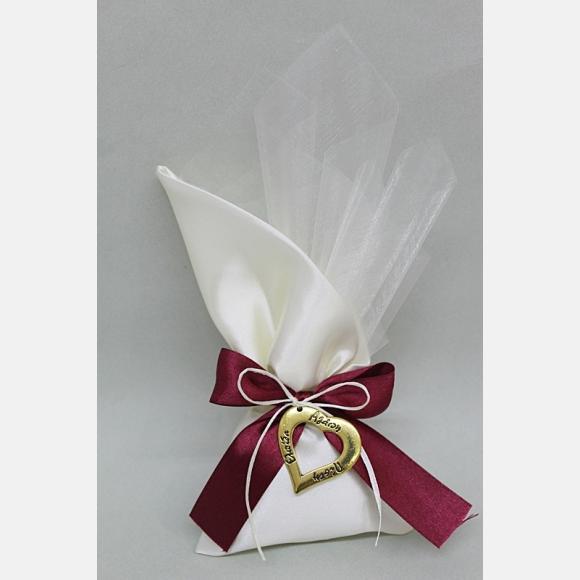 Μπομπονιέρα γάμου πουγκί σατέν εκρού με καρδιά χρυσή