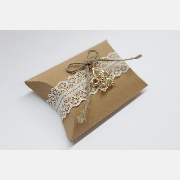 Μπομπονιέρα γάμου κουτί κραφτ και λουλούδι από κρύσταλλα