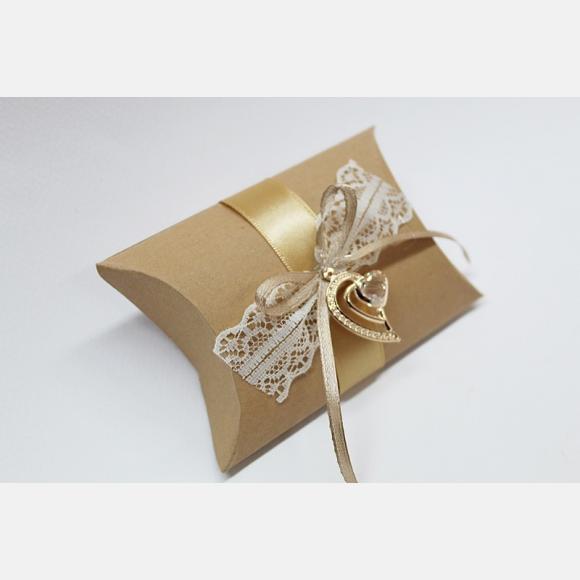 Μπομπονιέρα γάμου κουτί κραφτ με διακοσμητικό καρδιές