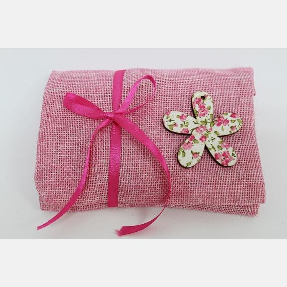 Μπομπονιέρα βάπτισης φάκελος λινός ροζ με ξύλινη μαργαρίτα