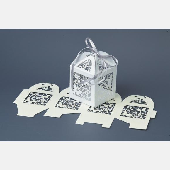 Μπομπονιέρα γάμου κουτάκι λευκό χάρτινο με καρδιά