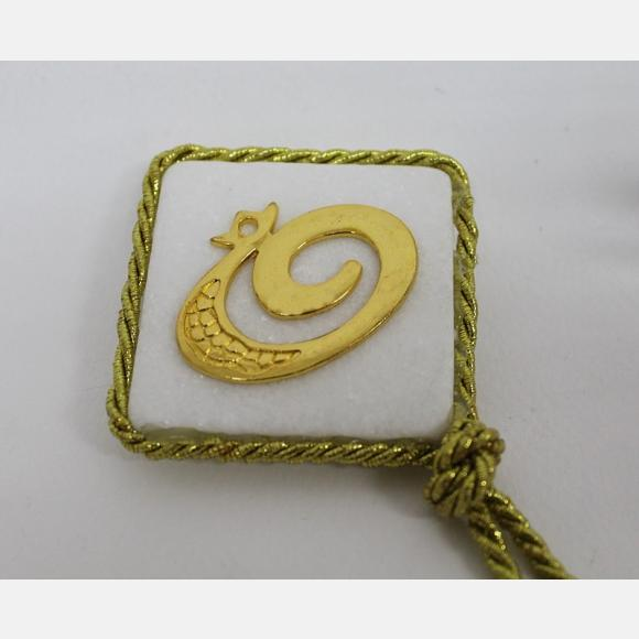 Μπομπονιέρα γάμου πέτρα με μεταλλικό ρόδι σε χρώμα χρυσό