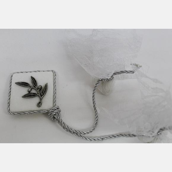 Μπομπονιέρα γάμου πέτρα με αντικέ μεταλλικό κλαδί ελιάς