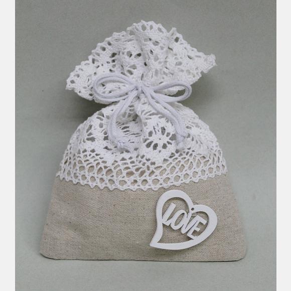 Μπομπονιέρα γάμου πουγκί καραβόπανο με λευκή δαντέλα και καρδιά