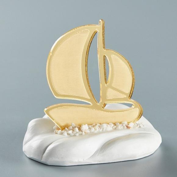 Μπομπονιέρα βάπτισης για αγόρι καράβι πάνω σε κεραμική βάση